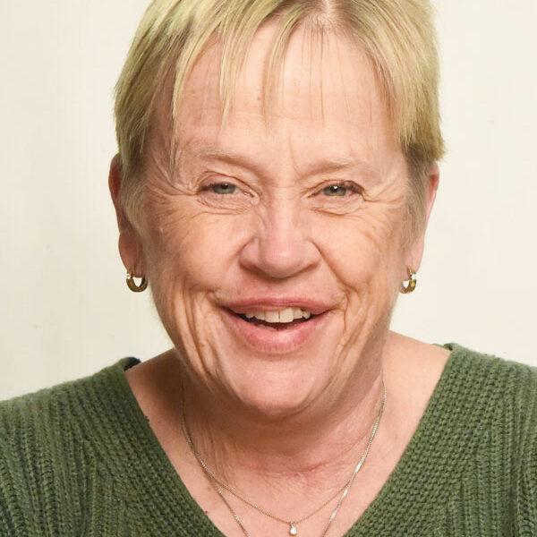 Headshot of Suzanne Elliott