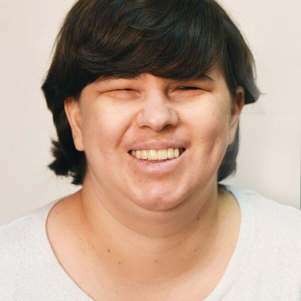 Headshot of Kerri Kosten