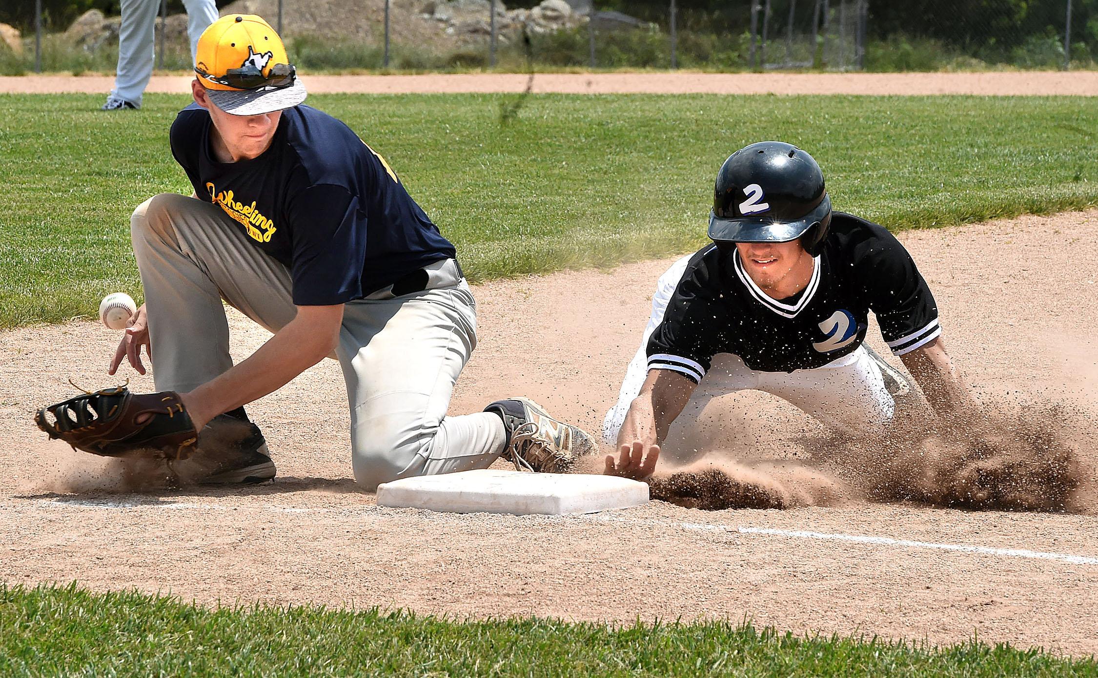baseball play at the bag