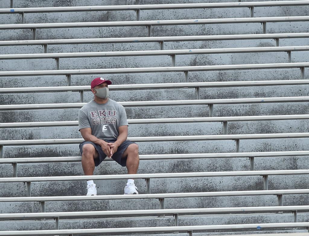 eky fan solo in stadium