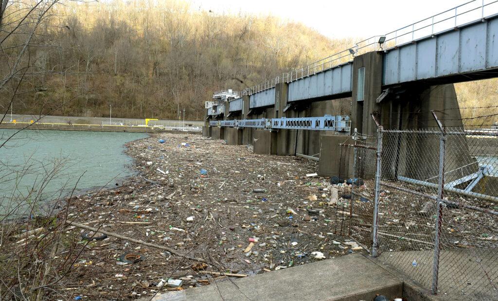 trash at Mon Locks